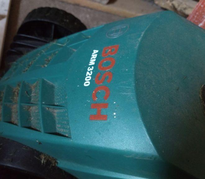 Mașină de tuns iarba electrică : Bosch ARM3200