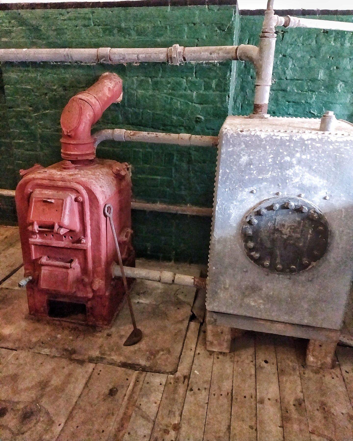 centrala-termica-pe-lemne-vintage