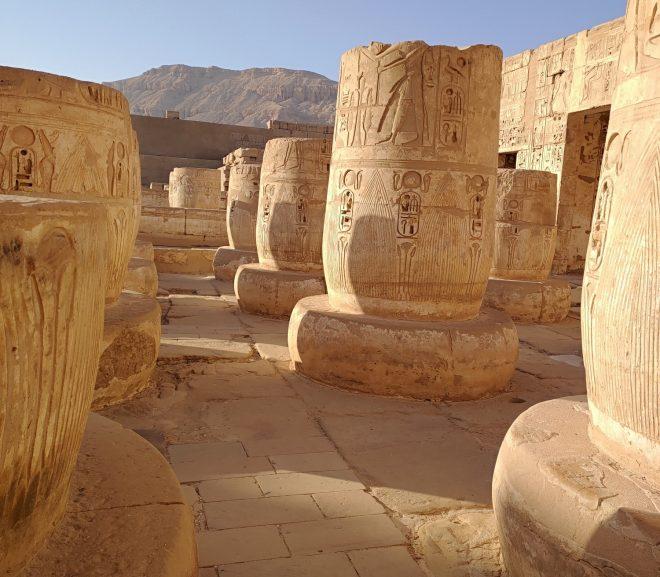 Egipt. 16 . Ultrascurt Madinat Habu