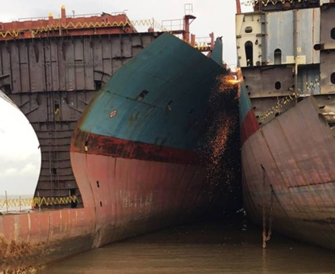 Nu-i criza containerelor : e criza noastră, a colțului de lume în care trăim
